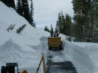 Plowing-Trail-Ridge-Road-27852403.jpg