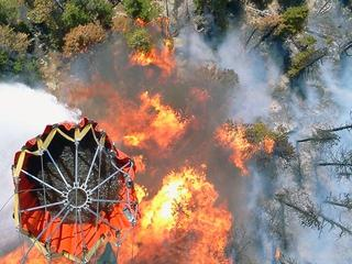 5-High-Park-Fire-Water-bucket-drop--31210556.jpg