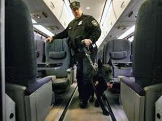 Amtrak-K-9-Team-On-Train-29121375.jpg