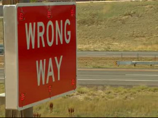 E_470_arrows_to_stop_wrong_way_drivers__18440000_20121001233801