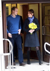 Kate Middleton leaves hospital_1354794893751.jpg