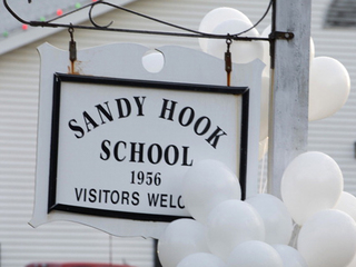 Balloons hang on Sandy Hook sign-10946
