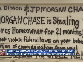Woman_paints_message_to_bank_on_her_fore_301310000_20130208012141