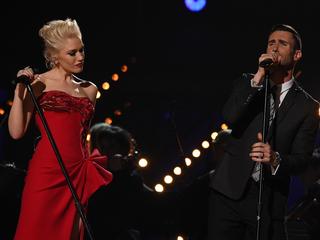 Gwen Stefani brings young fan onstage