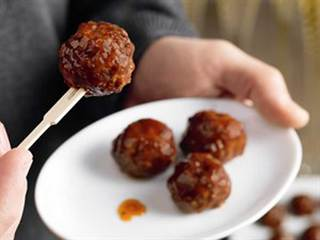 Mini Meatballs with apricot dipping sauce