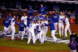 Royals take World Series game 1 in 14 innings