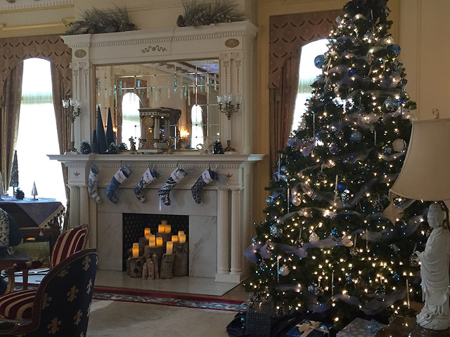Photos See Decorations Inside Gov S Mansion