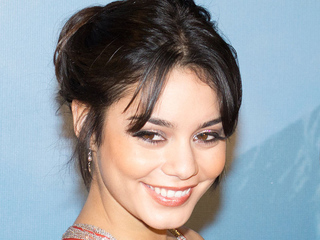 Hudgens dedicates 'Grease' performance to father