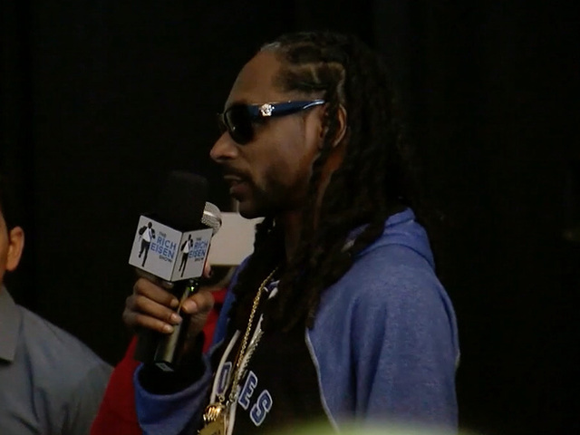 Snoop Dogg, Peyton Manning on Papa John's pizza discount, Super Bowl advice