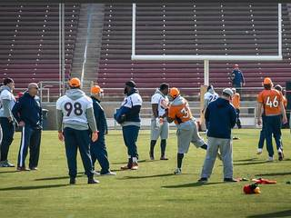 Broncos hold final practice, run through plays