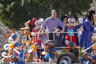 Peyton, his kids hit Disneyland after SB50