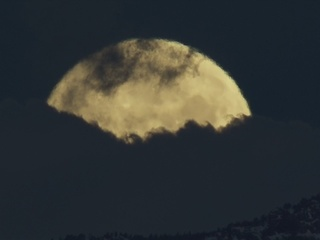 VIDEO: 'Full Pink Moon' over the mountains