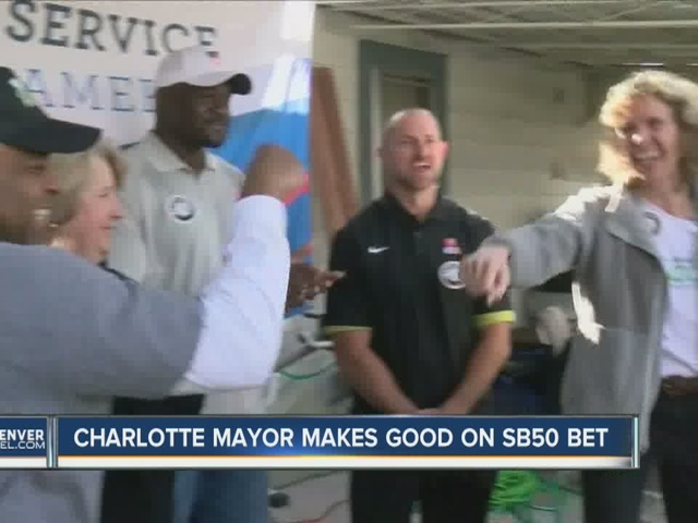 Charlotte mayor makes good on Super Bowl 50 bet
