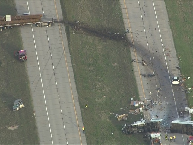 RAW VIDEO: Semi crashes through another semi on I-76