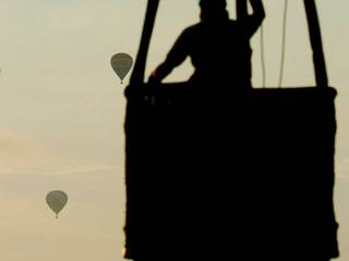Hot air balloon makes emergency landing