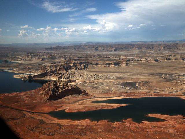 Mother dies saving 2-year-old son at Lake Powell