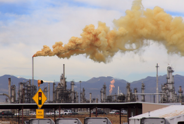 People near Denver-area refinery told to shelter in place