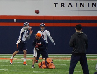 Siemian looks good throwing on injured left foot