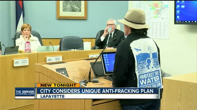 Lafayette mayor tables vote on anti-fracking proposal at city council