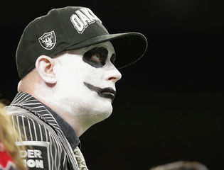 Raiders file papers to move to Las Vegas