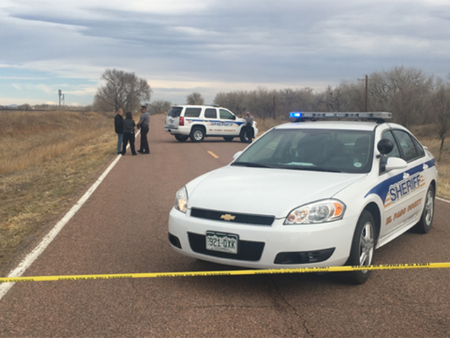 Man, woman found dead on side of road in El Paso County