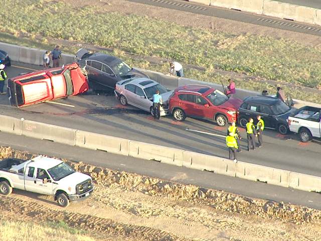 5-vehicle crash shuts down EB C-470