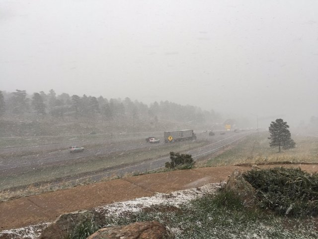 Rapid snowfall as storm moves in to Colorado