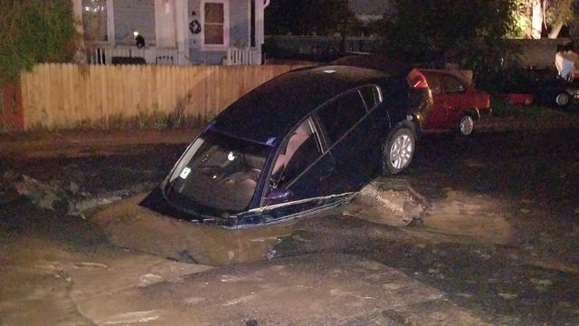 Man accidentally drives car into sinkhole- thinking it-s just a puddle