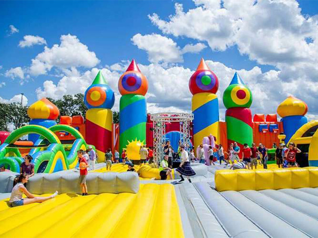 the worlds biggest bounce house is in colorado springs for the weekend denver7 thedenverchannelcom