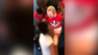 Video: Denver cheerleaders forced into splits