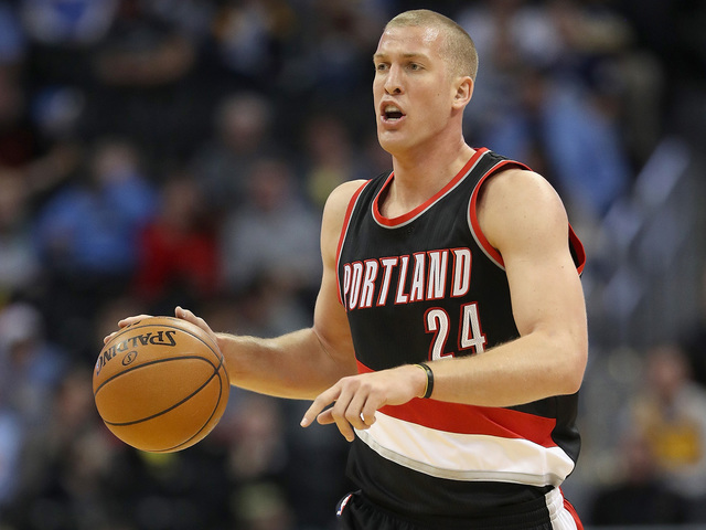 Mason Plumlee returning to Nuggets with three-year, $41M deal
