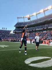 Siemian exits with left shoulder injury, returns