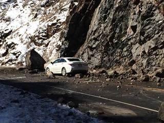 Desprendimiento de rocas en Hwy 6, 2 lesionados