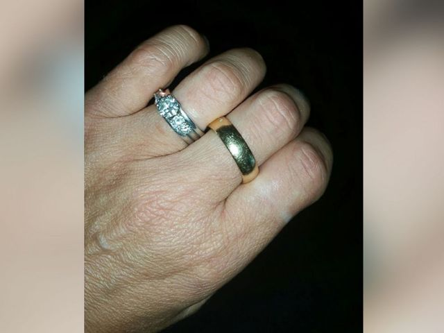 How a womans friends found her late husbands missing wedding ring