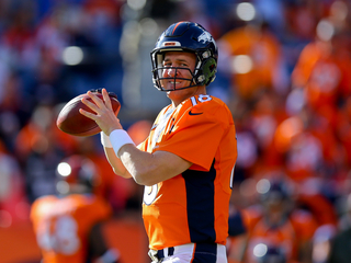 Manning has cast removed from his injured foot