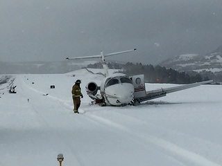Pilots unaware airport was closed before crash