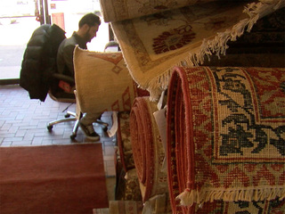 Glendale rug store at odds with city, once again