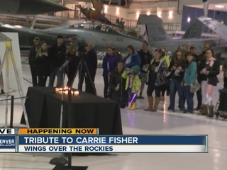 Fans hold Carrie Fisher vigil at flight museum