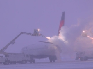 How planes are de-iced at DIA