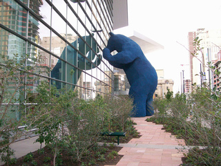 Artist behind 'big blue bear' statue dies
