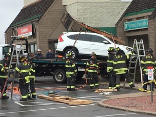 Parker mayor helps salon damaged by car crash
