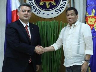 Gardner meets with Duterte in Philippines