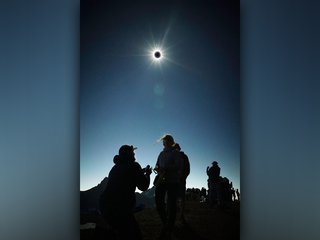 Couple gets engaged under total solar eclipse