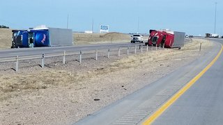 High winds topple semis on I-25 in Colo., Wyo.