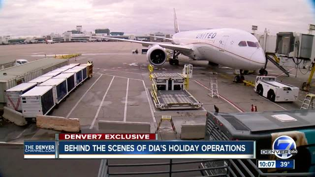 Behind the scenes at United Airlines during the Thanksgiving travel rush