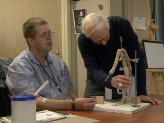 7Everyday Hero teaches sculpting class for vets