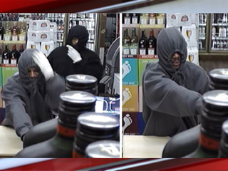 Denver police look for liquor store robbers