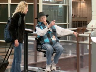 7Everyday Hero helps passengers at DIA