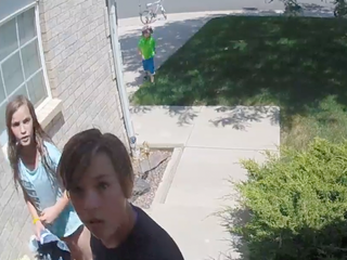 Caught on video: Aurora kids return wallet