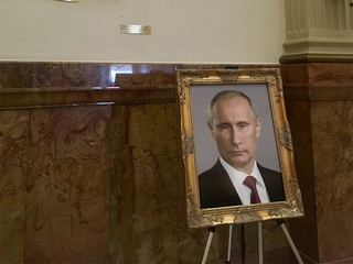 Dem staffer helped put Putin portrait at Capitol